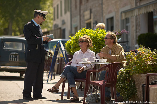 Marie and Michael talking to the local polizia in the Italian Umbria region town of Amelia.